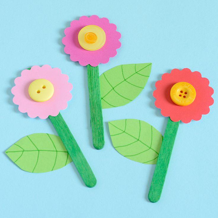 Pysseltips – gör blomtavlor av knappar, glasspinnar och papper