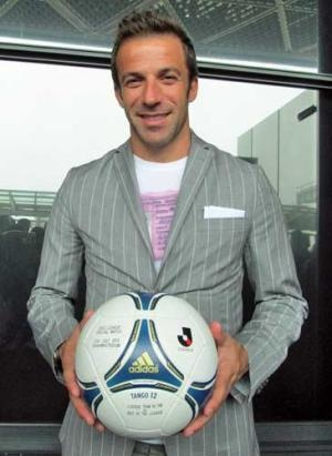 Mr. Alessandro Del Piero. The Hero of football. And he gave us to help Japan. He did a charity game coming to Japan. Arigato, Del Piero.