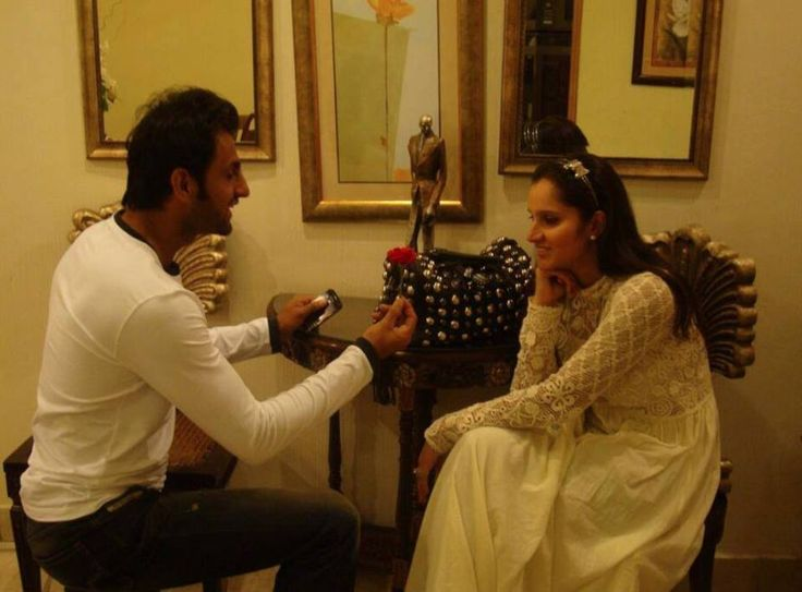 This adorable picture of Pakistani cricketer Shoaib Malik on bended knee proposing to his lovely wife, Indian tennis player Sania Mirza again, confirms the couple's seemingly undying love.