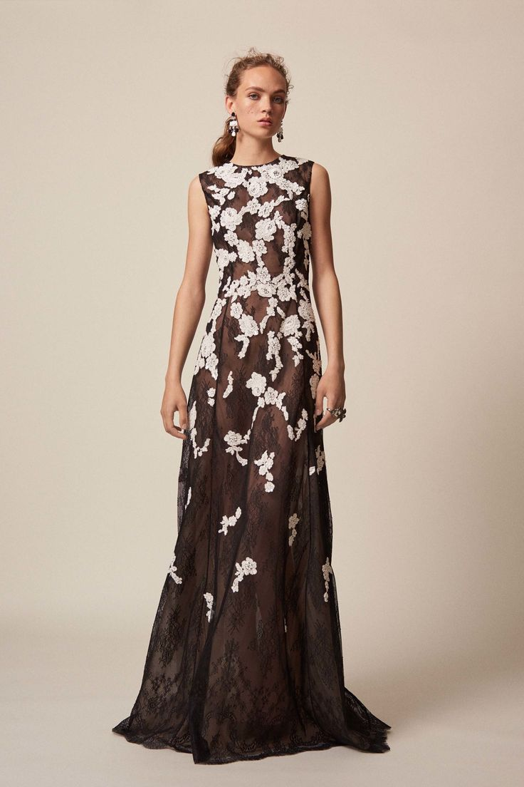 Oscar de la Renta Resort 2017 Collection Photos - Vogue