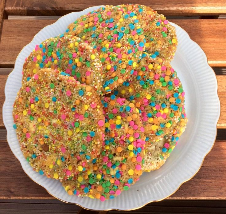 These confetti cookies look truly awesome and taste amazing. Recipe on tukskitchen.com.
