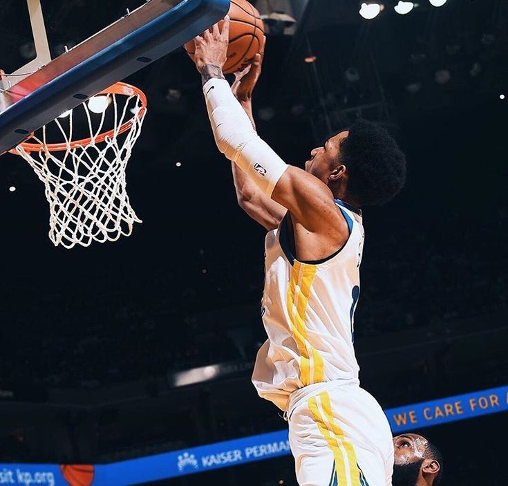 Durant,Draymond Stuff Cavs Christmas  Third straight December 25 headlined by Golden State vs. Clev. went down to last minute as Dubs emerged 99-92 at Oracle. #DraymondGreen notched Triple-Double, #KevinDurant added 25 Points, 7 rebounds 3 assists, 5 blocks. #KlayThompson finished with 24 Points including game winning 3,  7 rebounds 2 assists as #StephenCurry cheered from bench.
