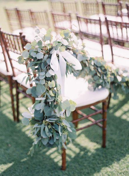 Bloemenslingers op je bruiloft in 2017? Wij laten je zien hoe je dit het beste aan kunt pakken! Image: 9