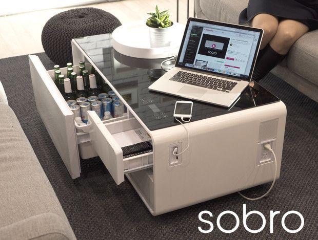 「Sobro」は、冷蔵庫、Bluetoothスピーカー、コンセント、LEDライトと何でも揃ったソファテーブル