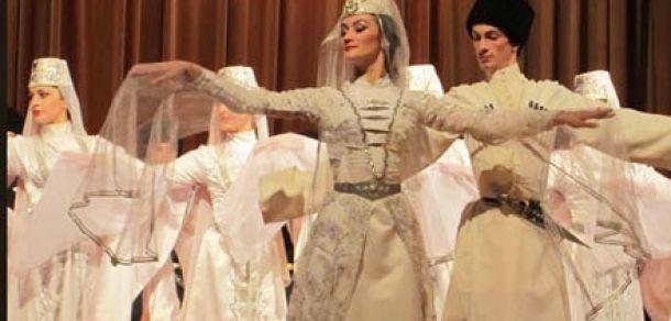 В Адыгее фестиваль по поддержке этнической культуры объединил 15 коллективов юга России и Абхазии http://kavkaz.co/1246