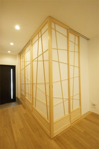 This would be a beautiful way to make a room. Shoji as wallpaper.