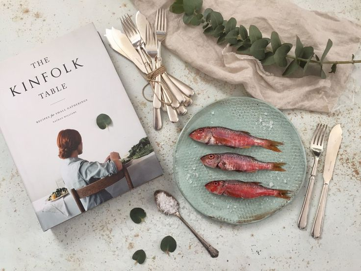 Kinfolk Table; Patika Kitapevi / Balık çatal-bıçk seti; Karaköy Junk / Seramik tabak; Cloud Seramik