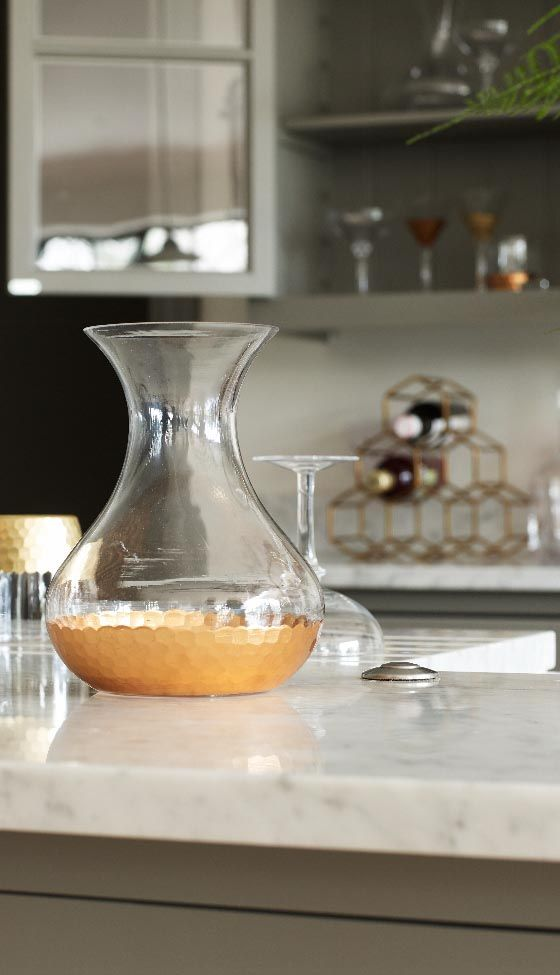 Bring texture and warmth to your tableware collection with our Copper Honeycomb Base Carafe.