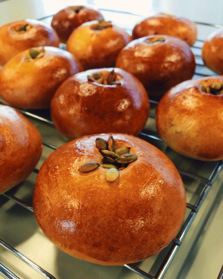 かぼちゃあんぱん* 自家製のかぼちゃあんをリーンで柔らかな生地につつみました。