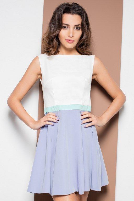 Biało błękitna sukienka z rozkloszowanym dołem
