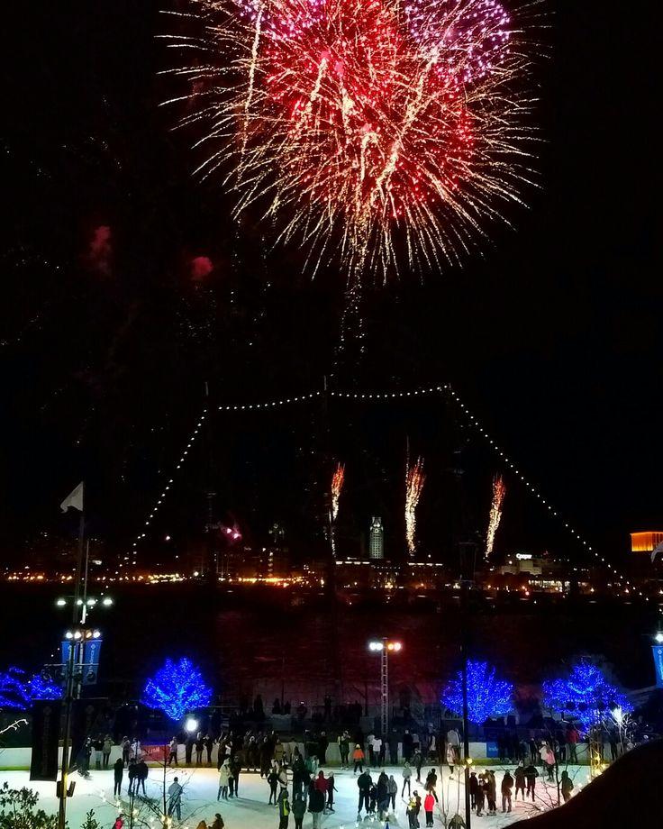 Philadelphia Fireworks #philadelphia #fireworks #newyearseve #pennslanding