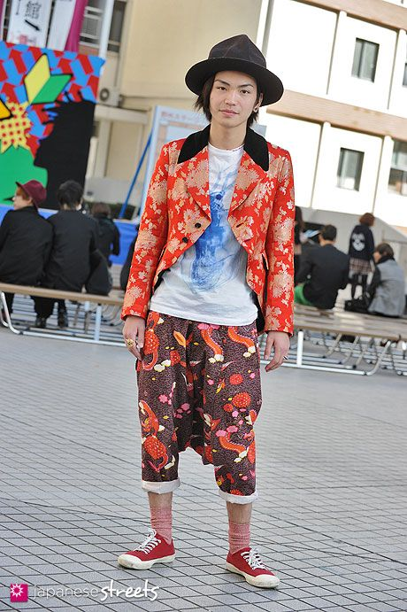 Japanese street fashion in Shibuya, Tokyo (WORLDS END, Comme des Garçons, PHENOMENON)