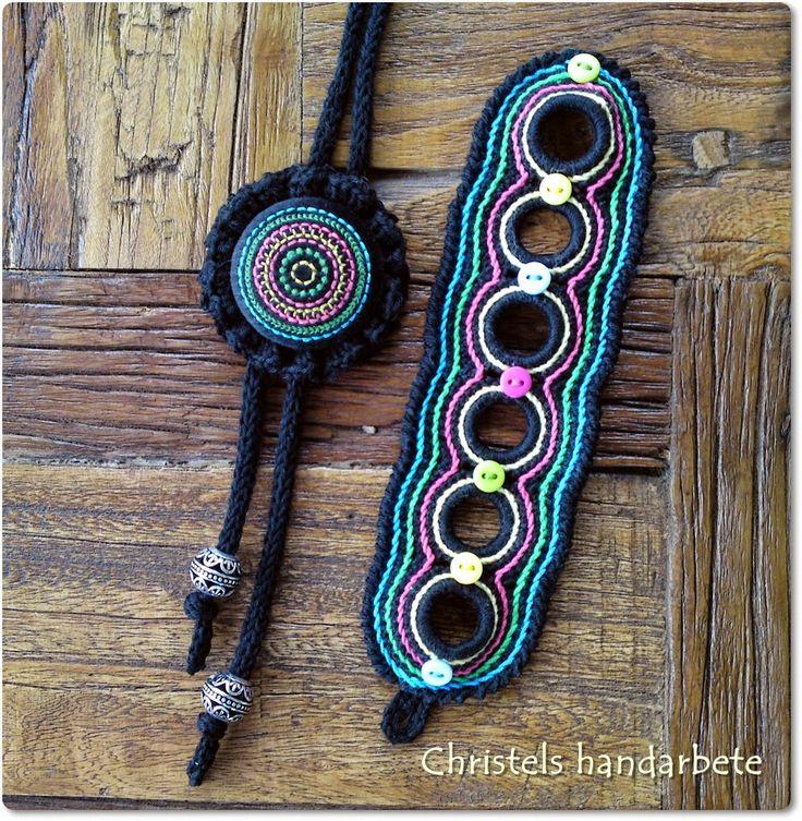 Virkat halsband och armband, Crochet necklace and bracelet