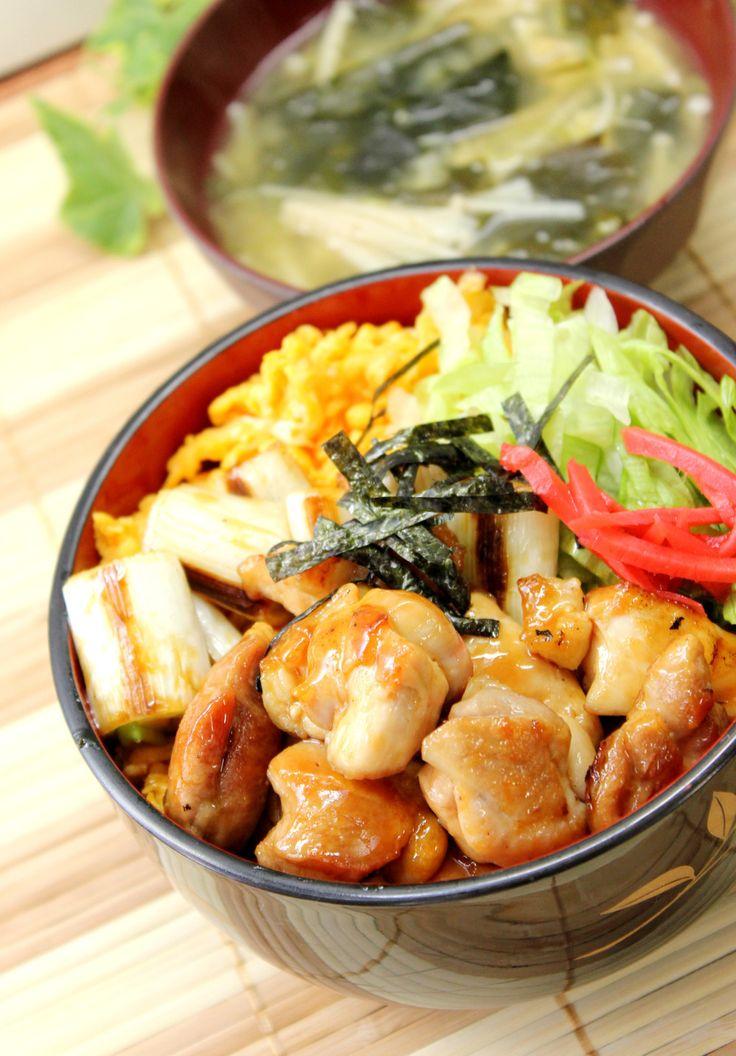 彼飯!ガッツリ焼き鶏三色丼! by あぽももこ [クックパッド] 簡単おいしいみんなのレシピが202万品