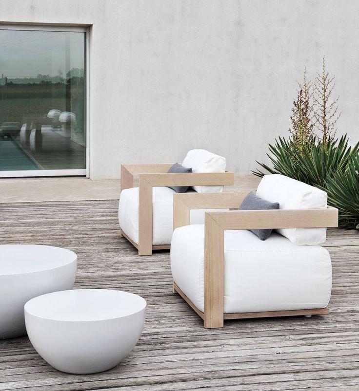 Roots Paysages se propose d'intégrer le mobilier à votre aménagement. Contactez nous pour plus de renseignements, contact@rootspaysages.fr ou 01.39.56.15.53 MERIDIANI-CLAUD