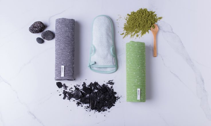 SKINTOWEL - Exfoliating Wash Cloth, Loofah, Bath Brush All In One. This Green Tea Shower Towel delivers the Best Shower Experience. Use with any Cleanser, remove dead skin cells, bacteria, oil and unclogs pores. Easily reach and clean your back. Machine Washable, unlike the loofah or bath brush and keeps bacteria away ! Thin and dry's quickly. Green Tea Infused which is known for its amazing skin care benefits. After use simply rinse, wring then hang to dry. Visit us at www.skintowel.com