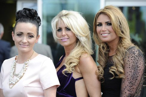 AINTREE LADIES DAY FASHION