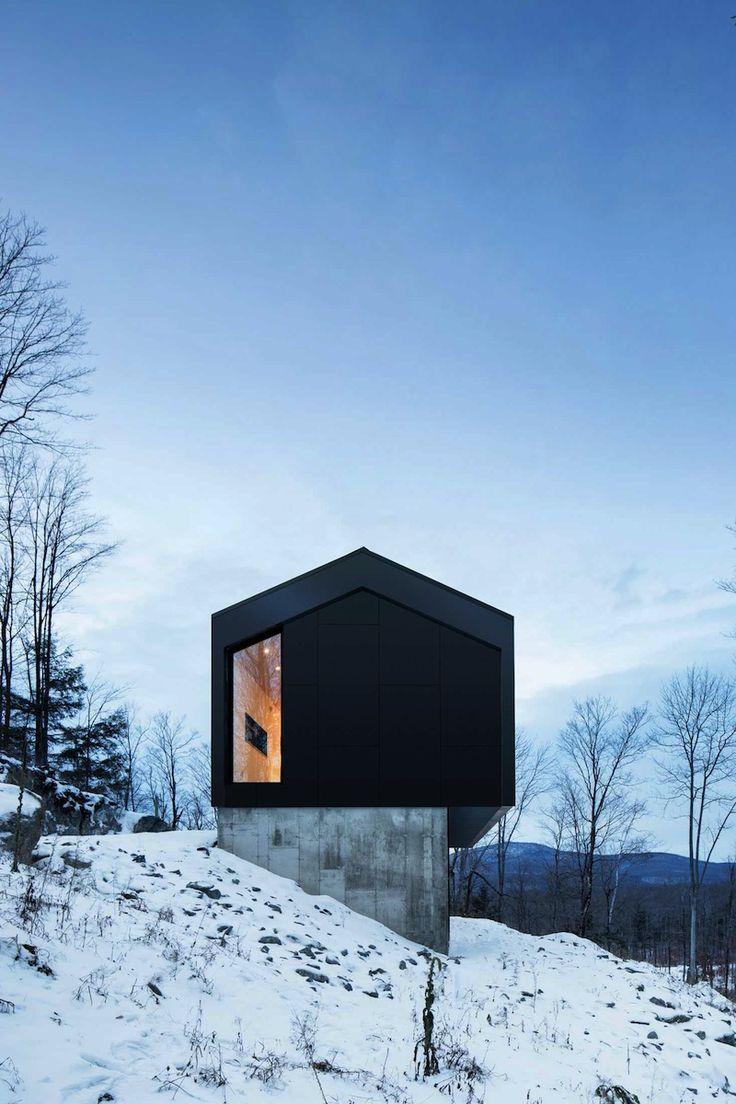 Incroyable maison géométrique en porte-à-faux au coeur des montagnes