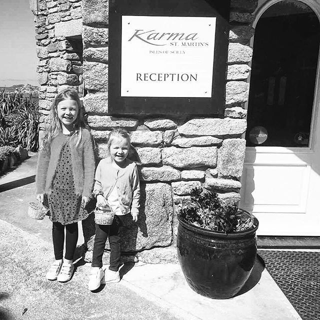 #TB to a week ago when our first little guests had a blast egg hunting 🐰    #ExperienceKarma #KarmaStMartins #CST #IslesOfScilly #KarmaGroup #Easter #EasterAtKarma #Fun #FunTimes #PhotoOfTheDay #Bliss #Happy #Kids #Travel #TravelGram #Love #Like