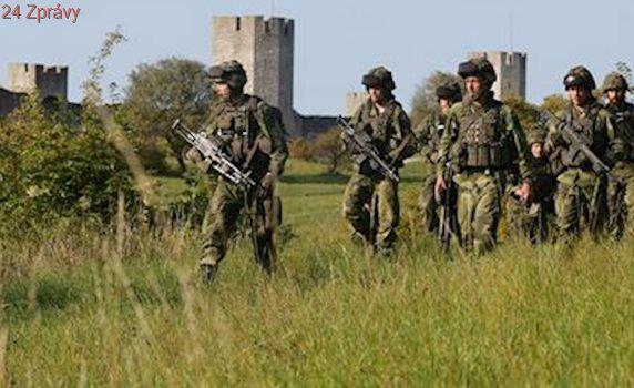 Švédsko zavede povinnou vojenskou službu. Bojí se Ruska, povolá i ženy