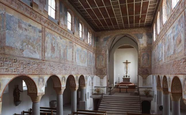 Die (frühere) Klosterinsel Reichenau im Bodensee hat die UNESCO in die Welterbeliste aufgenommen als Kulturlandschaft, die ein herausragendes Zeugnis von der religiösen und kulturellen Rolle eines großen Benediktinerklosters im Mittelalter ablegt.