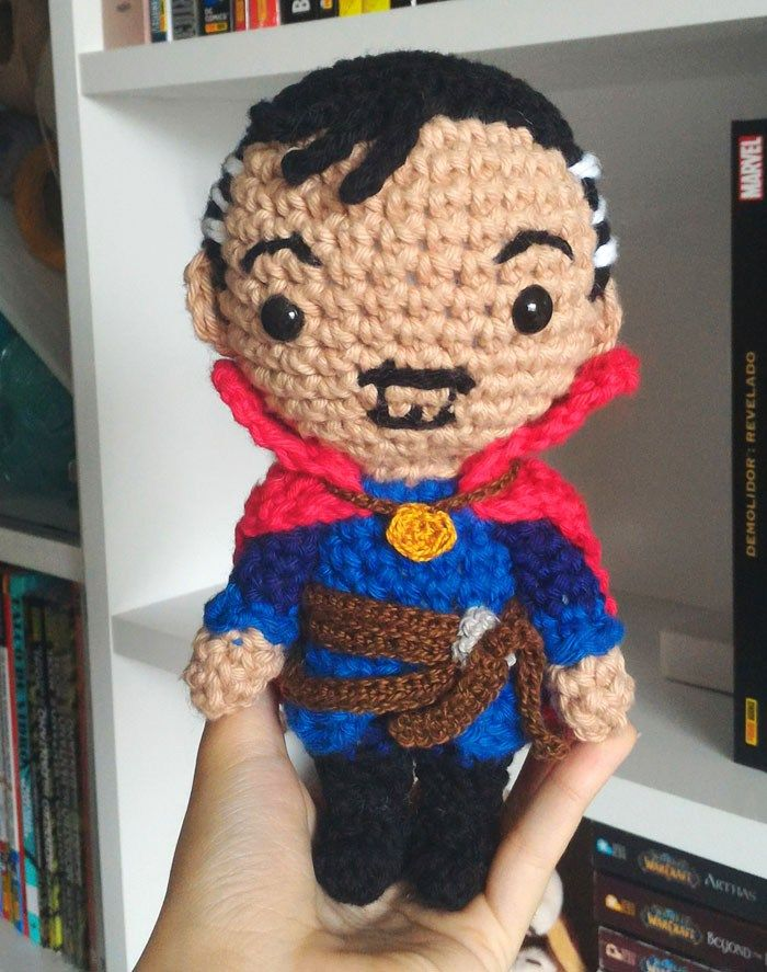 Hii folks!! Today I'm uploading a new pattern based on Marvel superhero Doctor Strange. I also made a video in Portuguese explaning a bit about the character, the movie and teaching how to do…