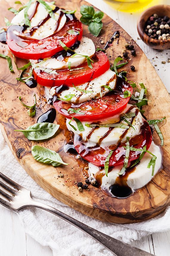 Prosta, smaczna i błyskawiczna sałatka caprese...łatwa w przyrządzeniu sałatka caprese...kuchnia włoska...przepis miesiąca...sałatka caprese