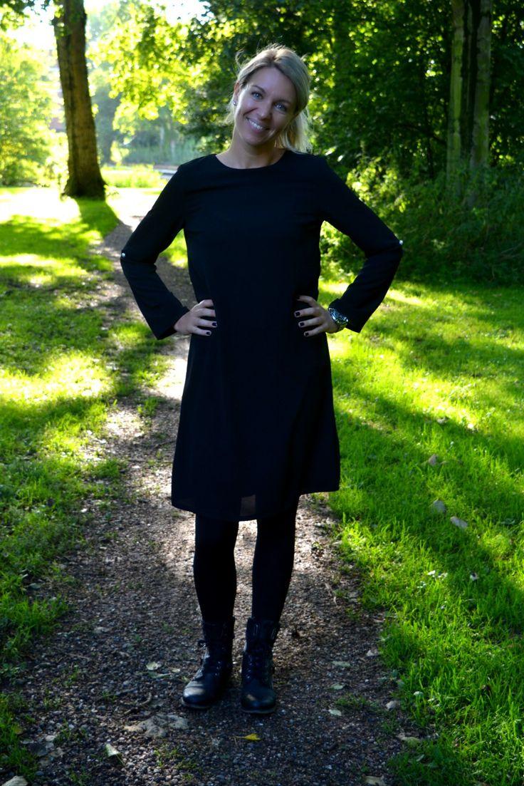 Parel jurk zwart Fashion & So