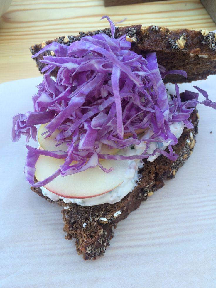 Sandwich med laks og kål