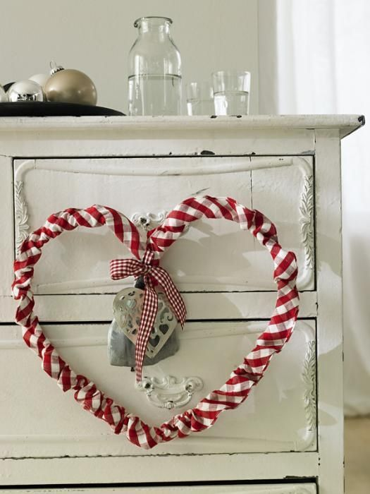 Love this Red and white heart & other decor in the pic, too :)