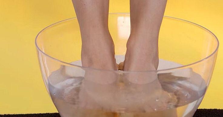Otetul de mere are efecte uimitoare pentru picioare. Incearca aceasta metoda din batrani Vrei sa incerci un experiment pe care nu il vei regreta niciodata? Tine-ti picioarele in otet timp de 30 de minute (respecta timpul!)