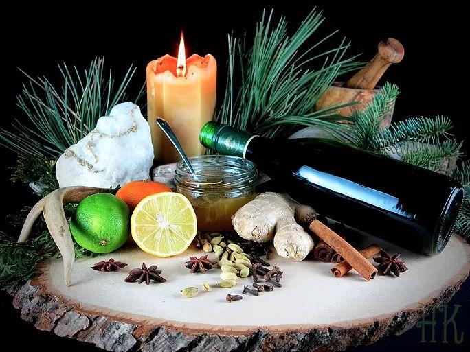 Urban Arcana - Les Épices du Solstice - Je vous souhaite un très joyeux solstice d'hiver, épicé et arrosé, pour partager le feu et la santé lors de la plus longue nuit de l'année...
