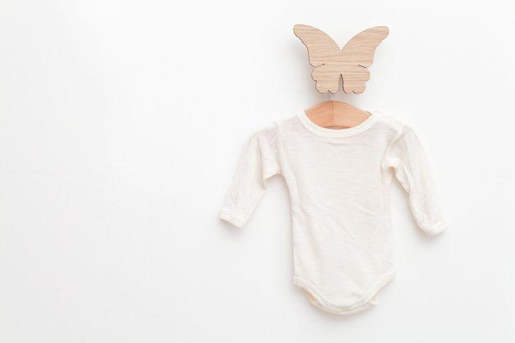 Urocze drewniane wieszaki do pokoju dziecka. Hagelens Wooden Hangers | Cleo-inspire Home Decor Blog | Cleo-inspire