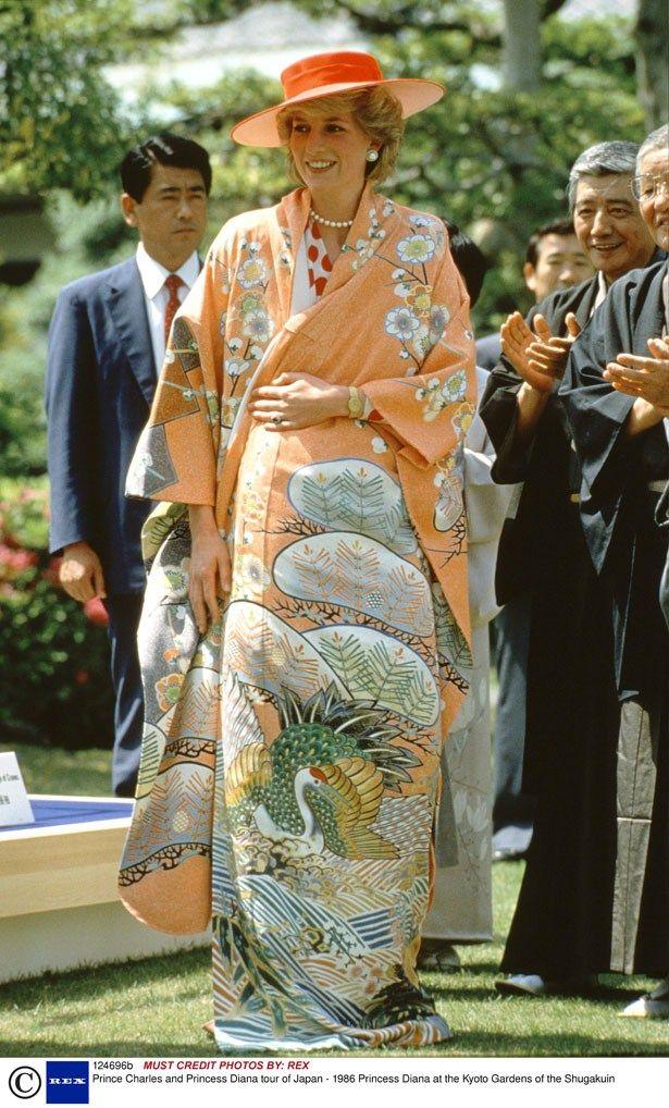 Princess Diana in Japan donning a pretty peach kimono 1986 | heatworld.com