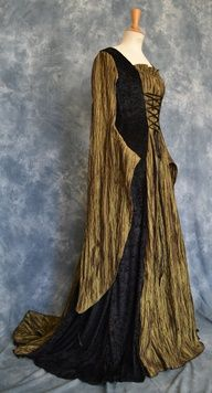 Celtic / Medieval /Gothic / Rennaisance / Larp /Elvish / Wedding Gown (This would be an awesome bridesmaid dress!)