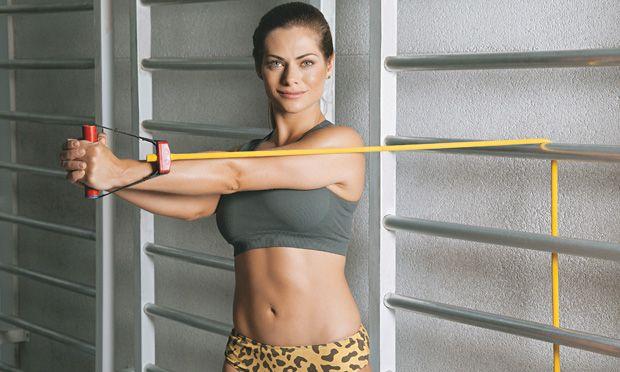 Nada de exercícios tradicionais: esta aula é inspirada no treinamento funcional e vai fazer você suar de verdade. A recompensa: seu corpo mais magro e modelado do jeito que você quer. Pode apostar!