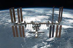 STS-134 International Space Station after undocking // La Estación Espacial Internacional vista desde el Transbordador Espacial Endeavour que fue fotografiada durante la STS-134 el 30 de mayo de 2011.