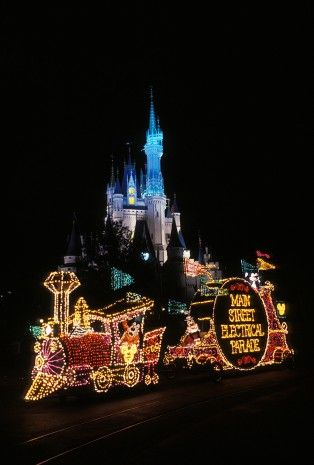 Step In Time: 'Main Street Electrical Parade' Lights Up Magic Kingdom Park at Walt Disney World Resort « Disney Parks Blog
