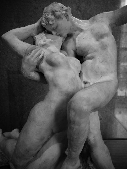 """[...] L'ETERNA PRIMAVERA, dove la passione """"sfrontata"""" e più sanguigna travolge la coppia facendola sbocciare in tutte le parti più intime e nei gesti quasi eclatanti... Opera di Auguste Rodin"""