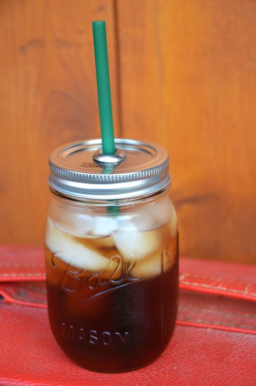 DIY Mason jar to-go cup: Diy Mason, Jars To Go, To Go Cups, Sweet Tea, Mason Jars Cups, Diy Crafts, Sippy Cups, Togo Cups, Poke Hole