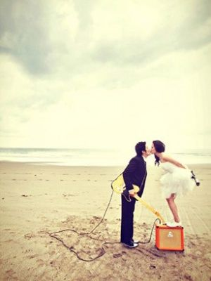 Photo mariage rock'n roll sur la plage