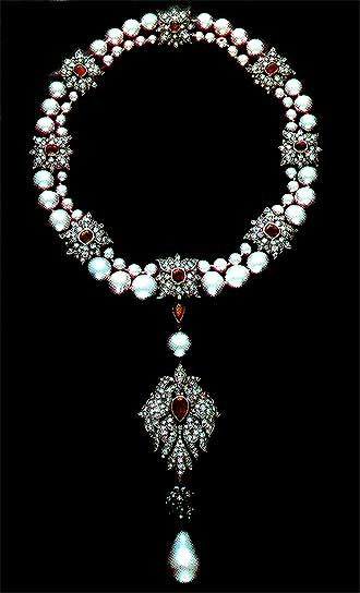 Elizabeth Taylor's Ruby Diamond and Pearl Necklace, with the La Peregrina hanging as a pendant