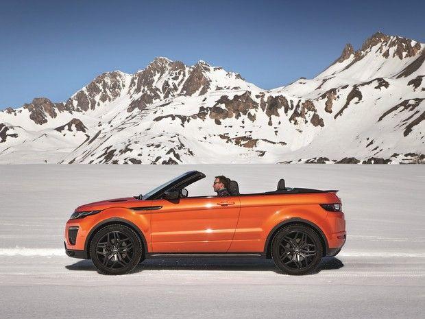 Range Rover Evoque Conversível  (Foto: Divulgação) | Na Europa, ele será equipado com 3 opções de motor 2.0 turbo. Duas delas são movidas a diesel, com 150 ou 180 cavalos de potência, e uma variante a gasolina já usada atualmente, com 240 cavalos | Todas as versões são acompanhadas por tração nas 4 rodas e câmbio automático de 9 velocidades. De acordo com a fabricante, a versão mais potente (a gasolina) acelera de zero a 100 km/h em 8,6 segundos e atinge 209 km/h de velocidade máxima