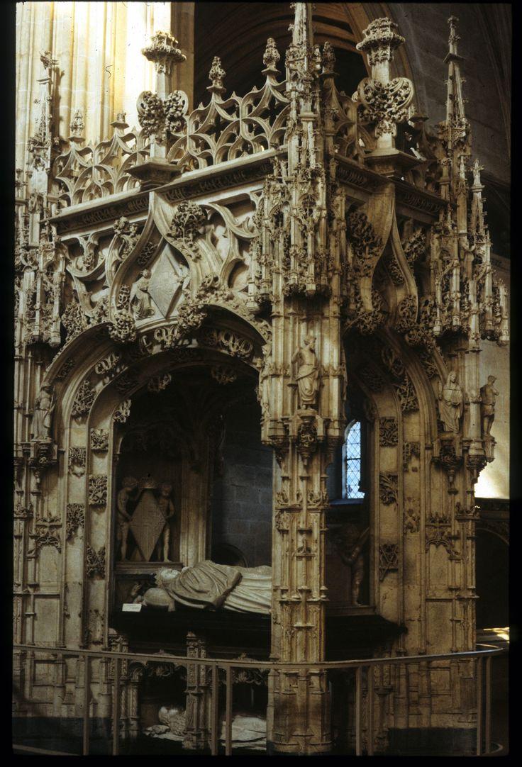 Les 154 meilleures images du tableau gothique flamboyant for Architecture gothique definition