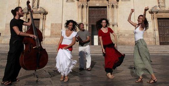 World music αλά ελληνικά: Οι Encardia ανοίγουν την καρδιά τους στο Cosmo.gr
