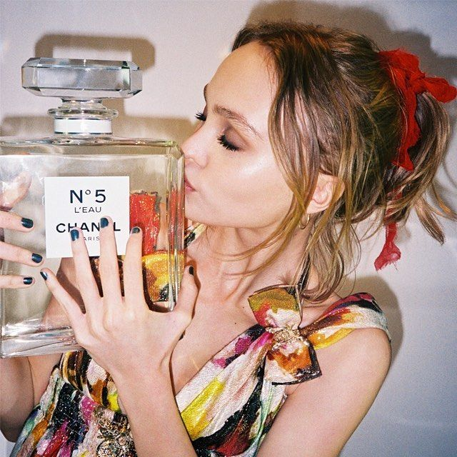 I'm so excited to announce that I am the face of the new Chanel No. 5 L'EAU! ❤️ @chanelofficial #newchanel5 - Lily-Rose Depp (@lilyrose_depp) - Instaliga is the best instagram web-viewer