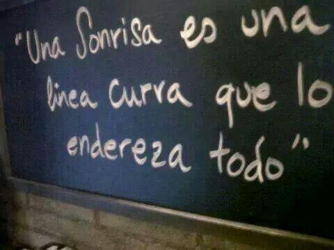 """""""Una sonrisa es una linea curva que lo endereza todo"""" #love #amor #frasesDeAmor http://www.unpedacitodecielo.com/frases-de-amor/"""