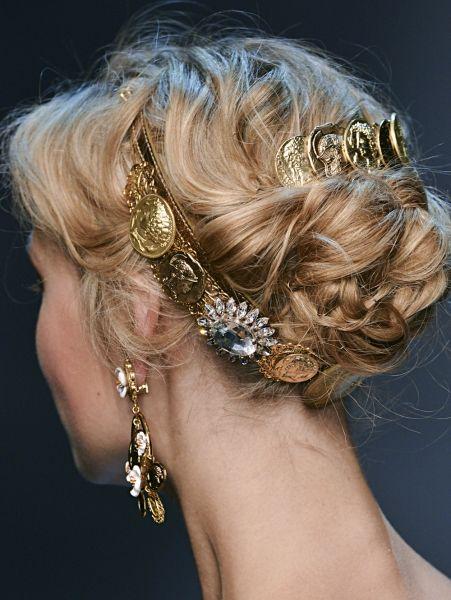 Opgestoken haar met lieflijke accessoires @ Dolce & Gabbana s/s 2014| ELLE