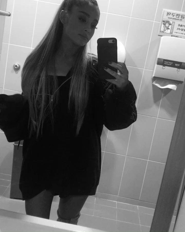 "Páči sa mi to: 2.2 mil., komentáre: 48.3 tis. – Ariana Grande (@arianagrande) na Instagrame: ""forever m00d #forgotthebridge #imissagoodharmonicasolo"""