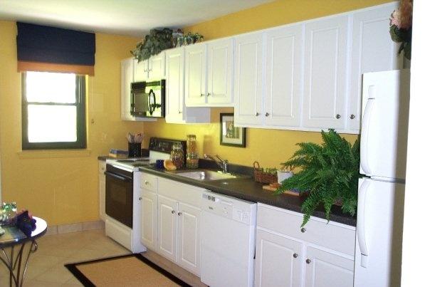The Seramonte Apartment Complex Kitchen Interior Apartments In Hamden Ct Pinterest